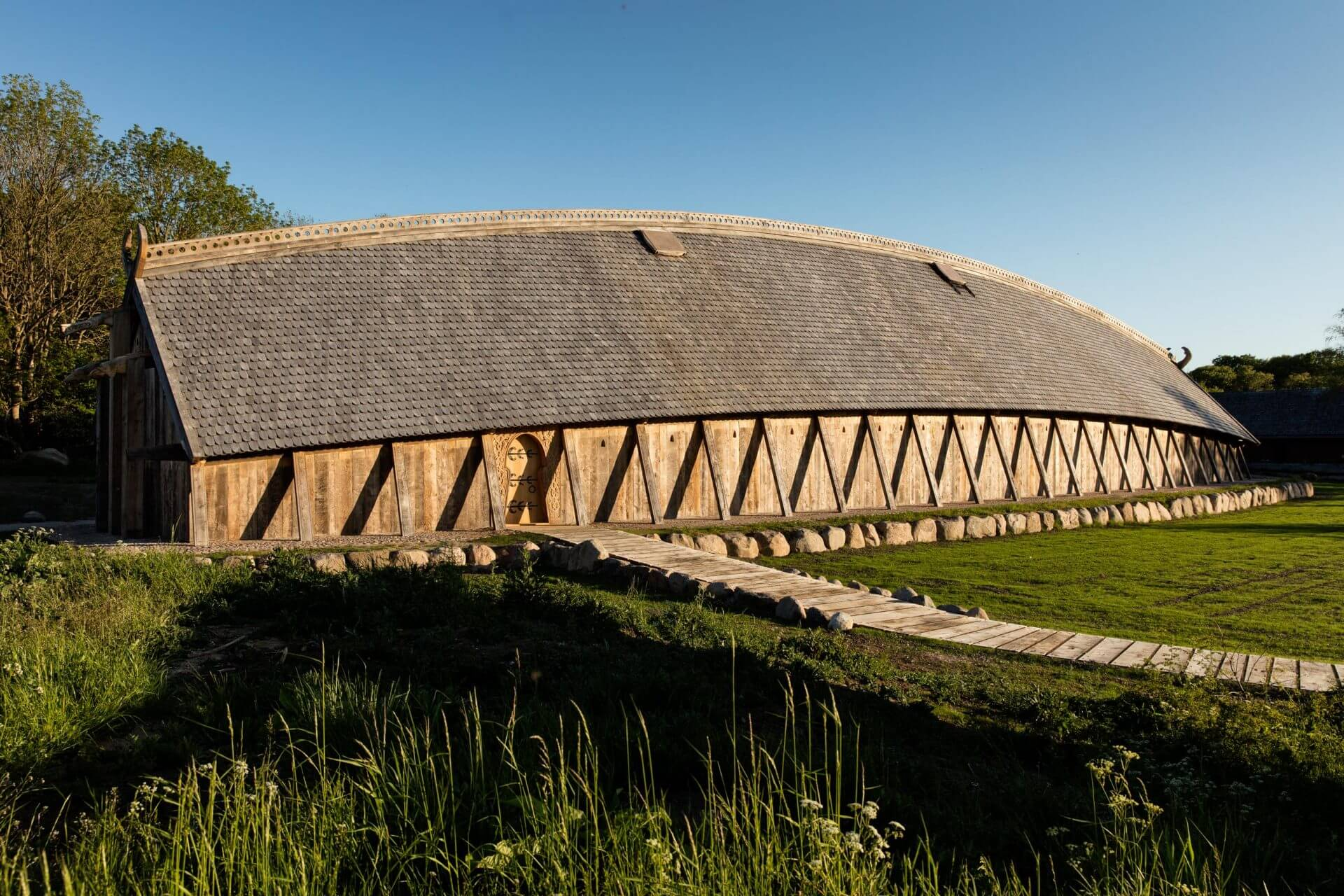 Kongehallen i Sagnlandet Lejre som den ser ud i landskabet netop nu (2)
